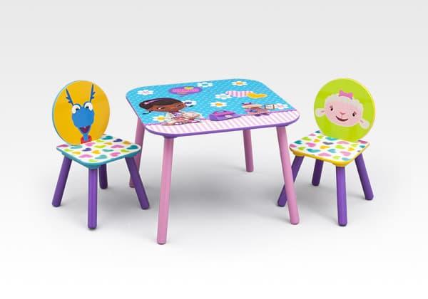 Детска масичка с 2 столчета Doc McStuffins
