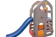 Детска площадка с пързалка